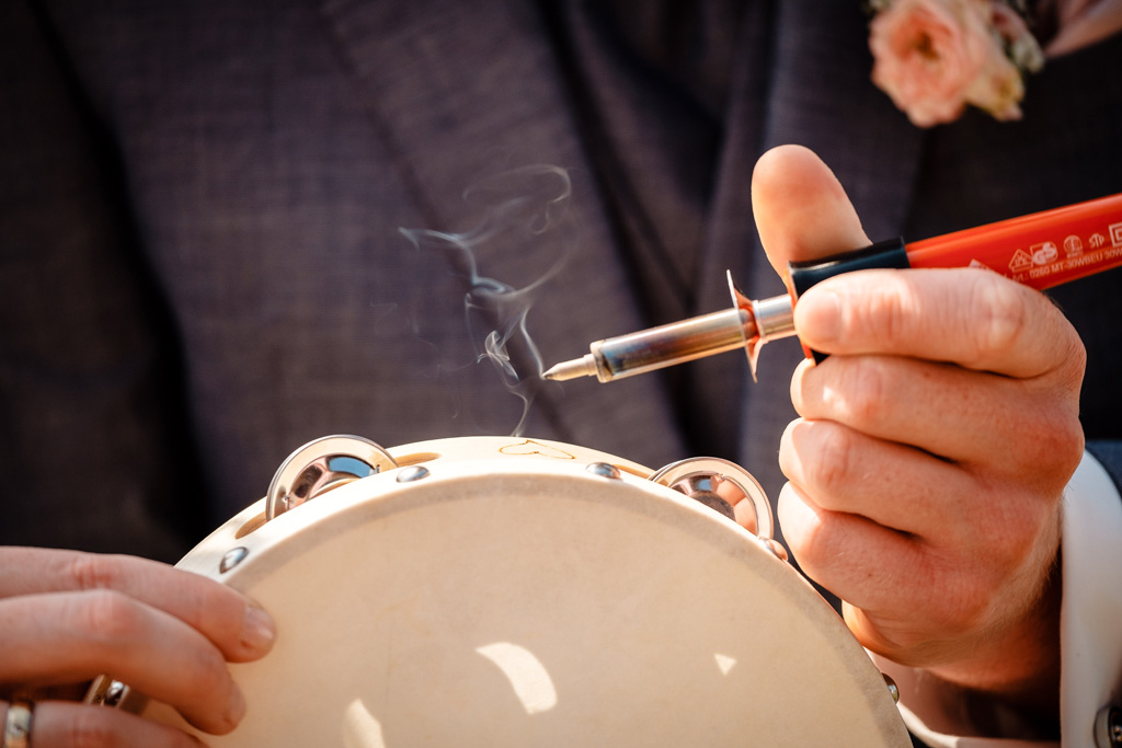 Kreatives Ritual: Brandmalerei auf Tambourin