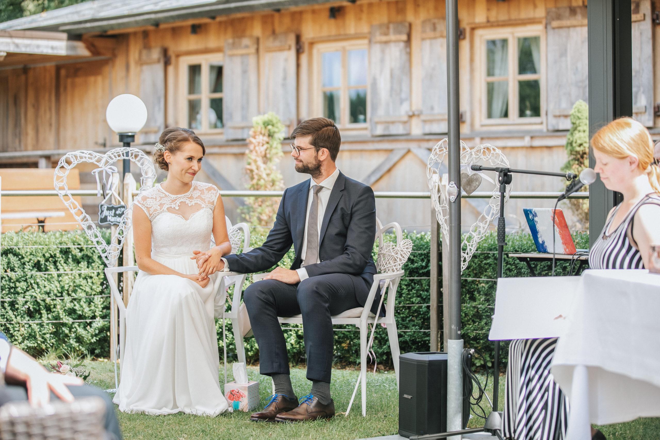 Brautpaar bei der freien Trauung im Overkamp Dortmund