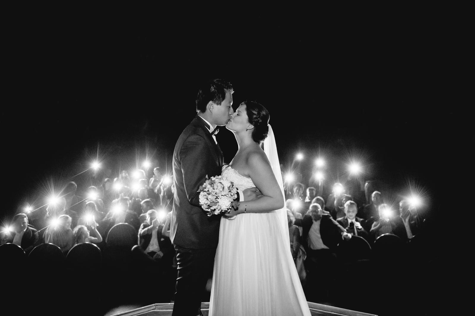 Ein Kuss vor dem Lichtermeer